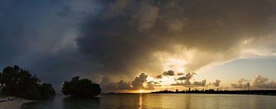 迈阿密全景风暴日落 库存照片
