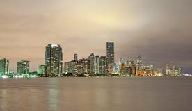 迈阿密地平线在晚上 免版税库存图片