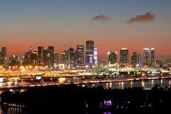 迈阿密地平线打开在黄昏反对桃红色日落 库存照片