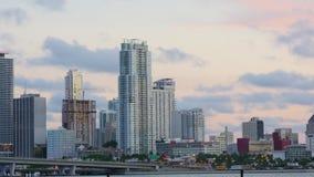 迈阿密市街市日落桥梁公寓观看4k时间间隔美国 股票录像