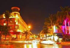 迈阿密海滩佛罗里达,五颜六色的夜夏天场面 免版税库存照片