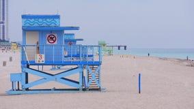 迈阿密海滩晚上haulover公园救生员塔4k佛罗里达美国 股票视频