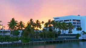迈阿密海滩海湾桥梁日落天空棕榈生活块4k美国 影视素材