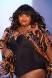迈阿密海滩, FL - 7月21日:巴西女演员Priscilla Marinho步行A的跑道 Z阿劳霍展示 库存照片