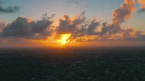 迈阿密,佛罗里达,美国- 2019年5月:在迈阿密街市的空中寄生虫视图飞行 东部一点哈瓦那从上面 股票视频