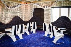 迈阿密,佛罗里达- 2014年3月29日:在狂欢节自由游轮的钢琴酒吧里面 免版税图库摄影