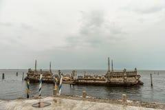 迈阿密,佛罗里达- 2015年4月29日:比斯卡亚博物馆庭院 纪念碑在水中 图库摄影