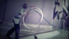 迈阿密,美国-1951 :密封跳跃通过箍在普遍的旅馆表现 股票视频