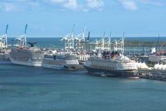 迈阿密, FL,美国2015年10月4日:游轮靠码头在口岸 免版税库存图片