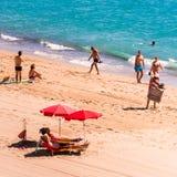 迈阿密PLATJA,西班牙- 2017年9月13日:沙滩Mont罗伊格del Camp的看法 复制文本的空间 免版税库存图片