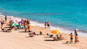 迈阿密PLATJA,西班牙- 2017年9月13日:沙滩Mont罗伊格del Camp的看法 复制文本的空间 图库摄影