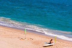 迈阿密PLATJA,西班牙- 2017年9月13日:沙滩Mont罗伊格del Camp的看法 复制文本的空间 免版税图库摄影