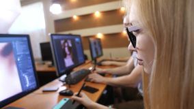 运作在个人计算机的照片编辑程序 股票视频