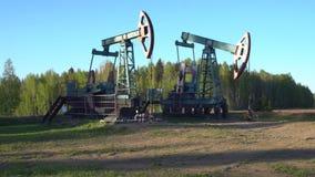 运作在俄罗斯的油井井架 股票录像