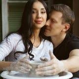 运作在横式转盘的浪漫夫妇 图库摄影