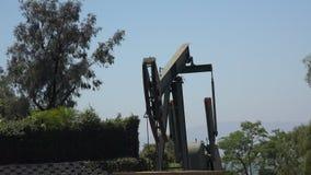 运作在洛杉矶的油泵起重器 股票视频