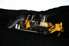 运作在煤炭装货的装载者 免版税库存照片