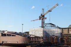 起重机在造船厂 库存照片