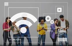 运作网上户外概念的学生社会媒介 免版税图库摄影