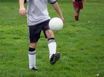 运作足球 免版税图库摄影