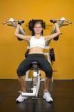 运作逗人喜爱的健身女孩的体操  库存图片