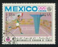 运动员和奥林匹克火 免版税库存图片