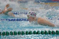 运动员在游泳竞争中 免版税库存图片