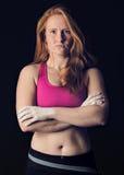 运动员女性 体育妇女黑暗粗砂 力量&决心上升 免版税库存照片