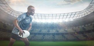 运动员投掷的橄榄球球3D的综合图象 库存照片
