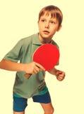 运动员男孩有球拍戏剧乒乓球砰的p儿童少年 库存图片