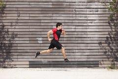 运动员男性赛跑 免版税库存图片