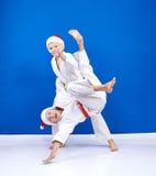 运动员训练柔道摔 免版税库存照片
