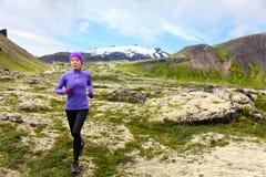 运动员足迹赛跑者-跑的妇女行使 免版税图库摄影