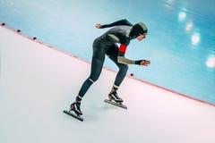 运动员速度速度溜冰者轨道奔跑 免版税库存图片