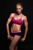 运动女孩身体 健身房概念 肌肉健身妇女 健康生活方式 免版税库存照片