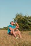 运动室外人的饮用水 免版税图库摄影