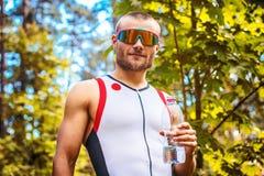 运动服和太阳镜的人 库存图片