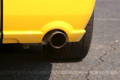 运动汽车的尾气 库存图片