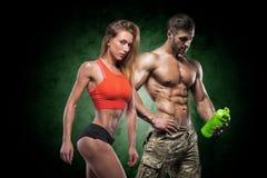 运动男人和妇女 健身夫妇 免版税图库摄影