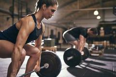 运动的人民在锻炼前弯曲他们的膝盖 图库摄影