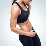 运动的少妇有断裂在健身房 图库摄影