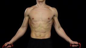 运动的男孩制定出在健身房的跳绳 慢的行动 投反对票 股票视频