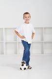 运动的男孩 免版税库存照片