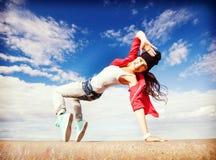 运动的美丽的舞女 免版税库存照片
