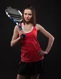 运动的青少年的女孩网球员纵向  图库摄影