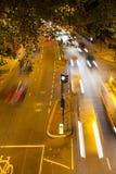 运动繁忙的交通在晚上,伦敦,英国 库存照片