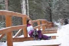 走在森林的女孩 图库摄影
