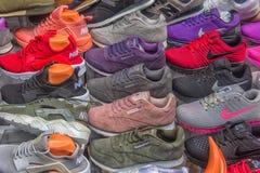 运动鞋在逆商店的待售 免版税图库摄影