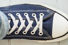 运动鞋的人 免版税图库摄影