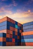 货运容器的五颜六色的堆样式 免版税图库摄影